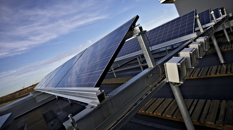 Viikin ympäristötalon aurinkopaneeli.